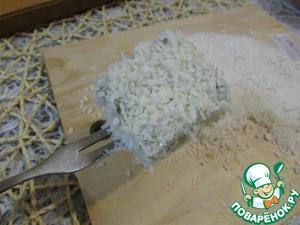 И обсыпать пироженки кокосовой стружкой.