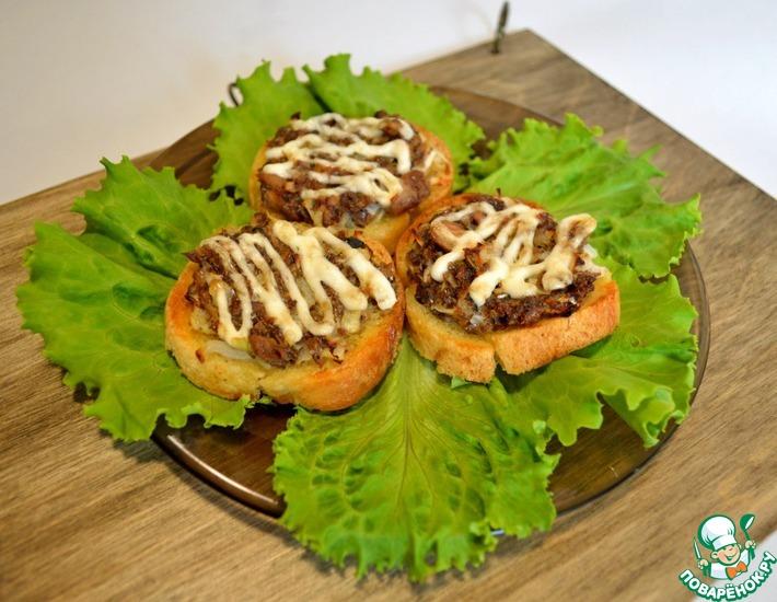 Рецепт: Бутерброды с консервированной сайрой
