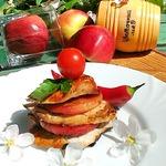 Грудка с карамелизированными яблоками и клюквой