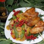 Шашлычки из куриных крыльев с овощами