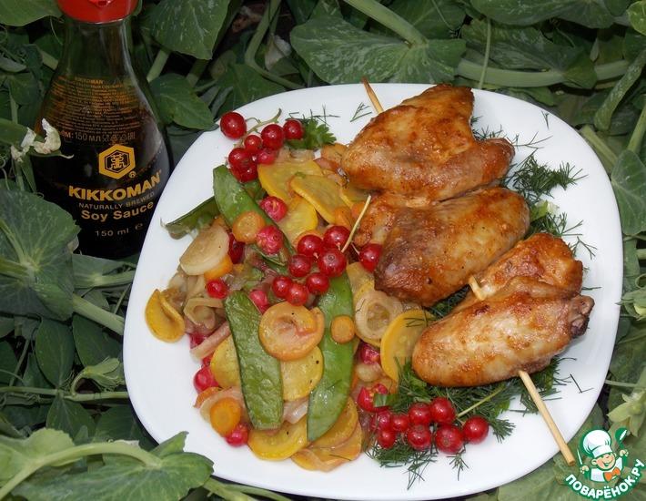 Рецепт: Шашлычки из куриных крыльев с овощами
