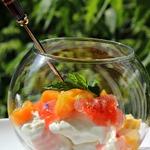 Летние десерты из необычно пошированных персиков