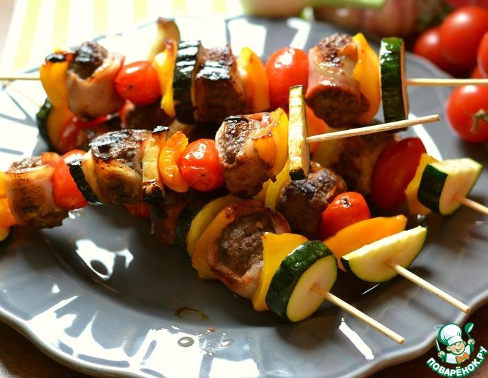 Рецепт: Шашлык из фарша с овощами