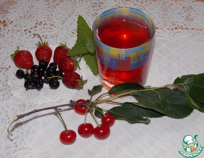 Рецепт: Компот из ягод с мелиссой