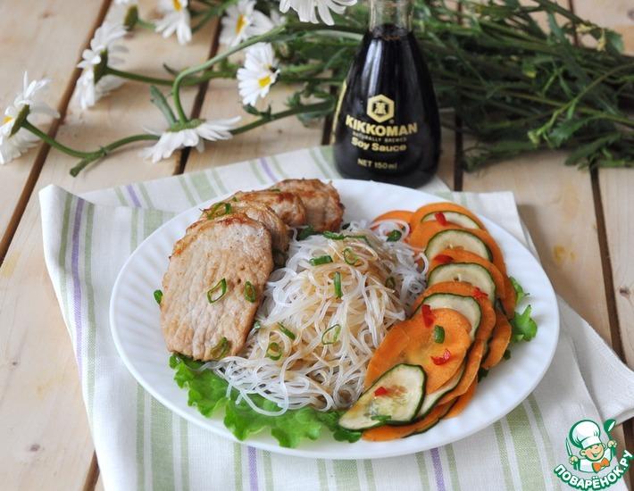 Рецепт: Фунчоза со свининой и маринованными овощами