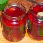 Маринованные огурцы в соке красной смородины