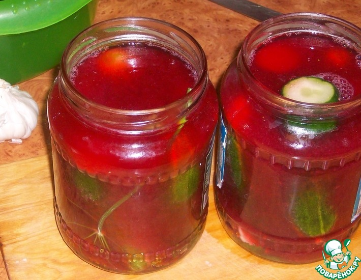 Рецепт: Маринованные огурцы в соке красной смородины