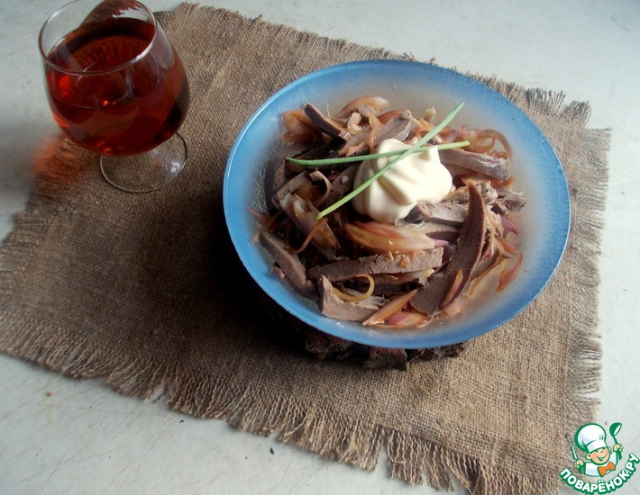 Рецепт: Луково-сердечный салат