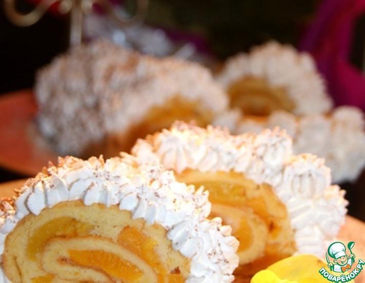 Бисквитный рулет с персиками