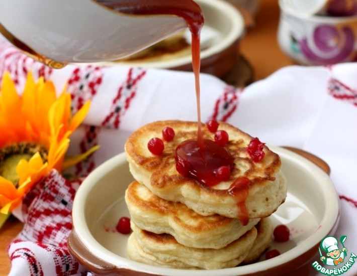 Рецепт: Оладьи с апельсиново-брусничным пряным соусом