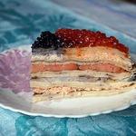 Блинный пирог с рыбой и икрой