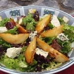 Салат с карамелизованной грушей и сыром