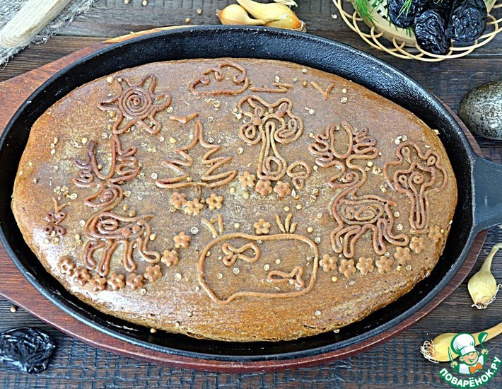 Рецепт: Пирог ржаной с сельдью и черносливом