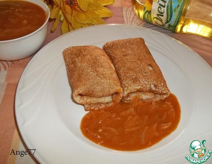 Рецепт: Блинчики Уютные с луковым соусом