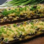 Багет, запеченный с грибами и сыром