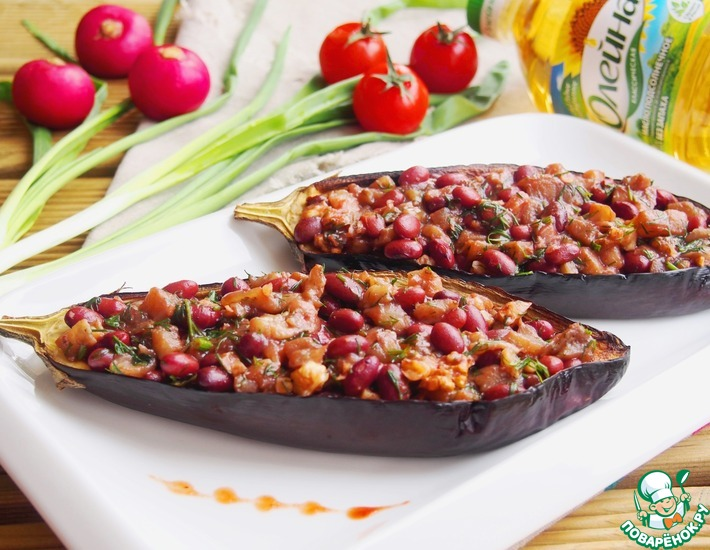 Рецепт: Запеченные баклажаны с салатом из фасоли