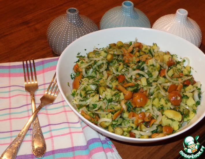 Рецепт: Салат с грибами и маринованным луком