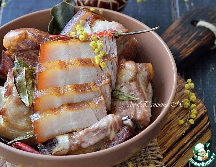 Рецепт: Свиная грудинка, томленная в соевом соусе