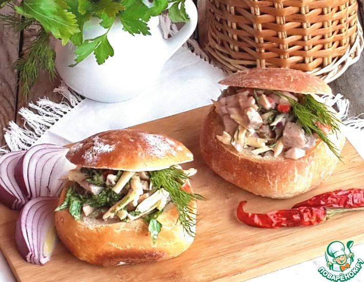 Рецепт: Салат в булочке Весенняя прогулка