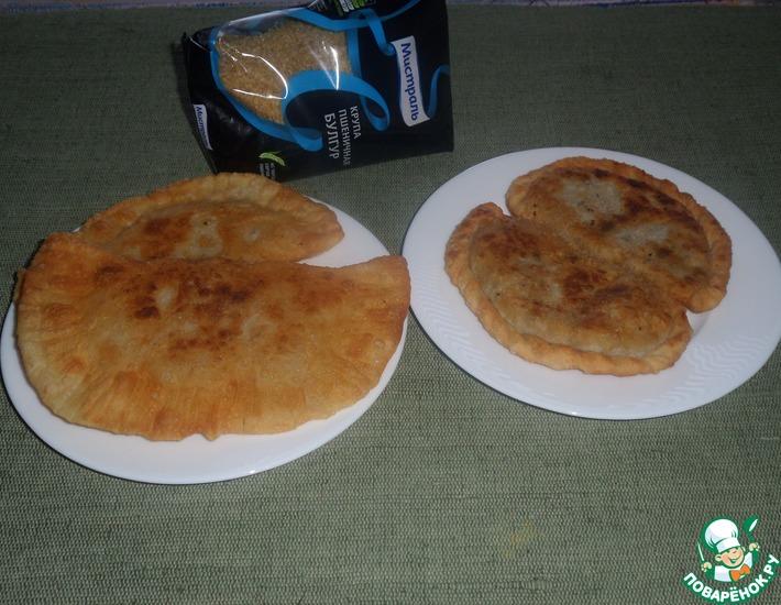Рецепт: Пирожки-чебуреки с булгуром