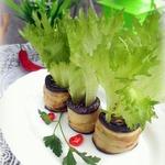 Салат в горшочках из баклажанов