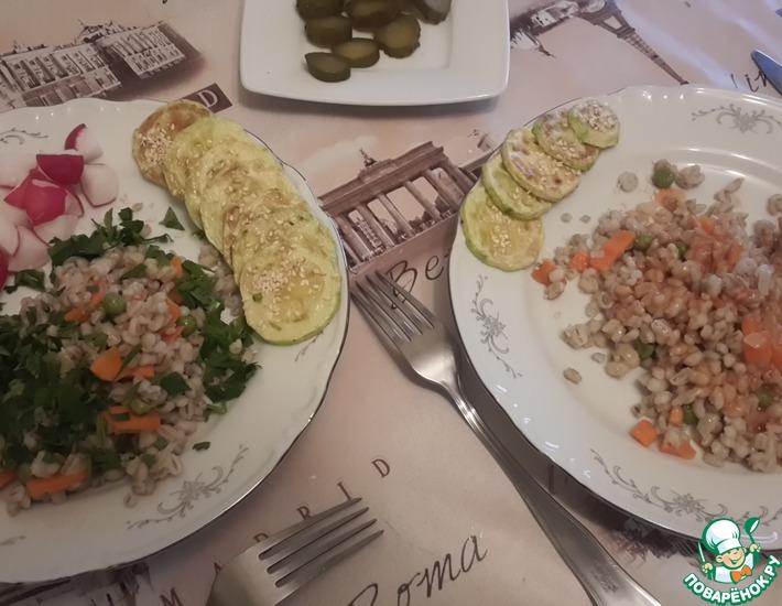 Рецепт: Пестрый гарнир из перловки с овощами