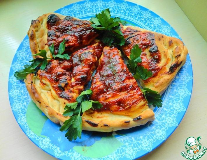 Рецепт: Пицца кальцоне с копчеными колбасками