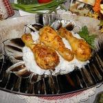 Курица в соусе с запеченным чесноком