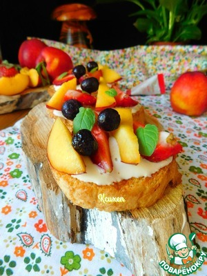 Фруктово-ягодная брускетта с творогом