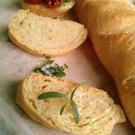 Багет с сыром и розмарином