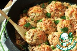 Рецепт: Мясные ежики в сметане с томатами