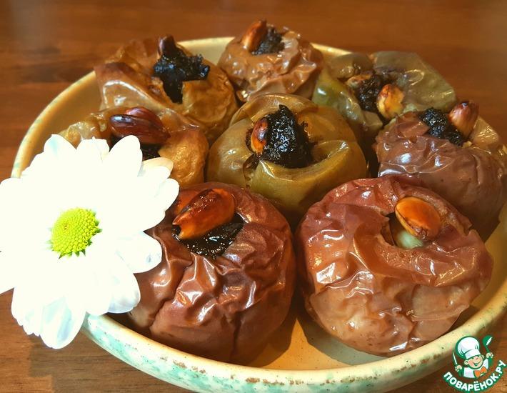Рецепт: Яблоки, запечённые с черносливом и миндалём
