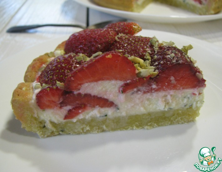 Рецепт: Клубничный пирог с базиликом и маскарпоне
