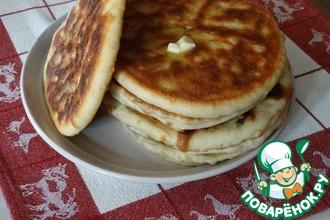 Рецепт: Лепешки с зеленью, сыром и фасолью