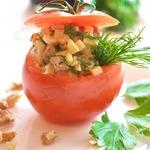 Помидор, фаршированный мясным салатом