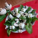 Салат с сырыми шампиньонами и творогом