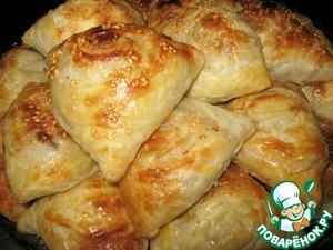 Puff samosa with meat