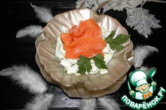 Рецепт: Салат из огурцов с красной рыбой