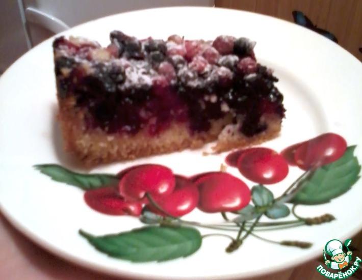 Рецепт: Пирог с черникой и брусникой