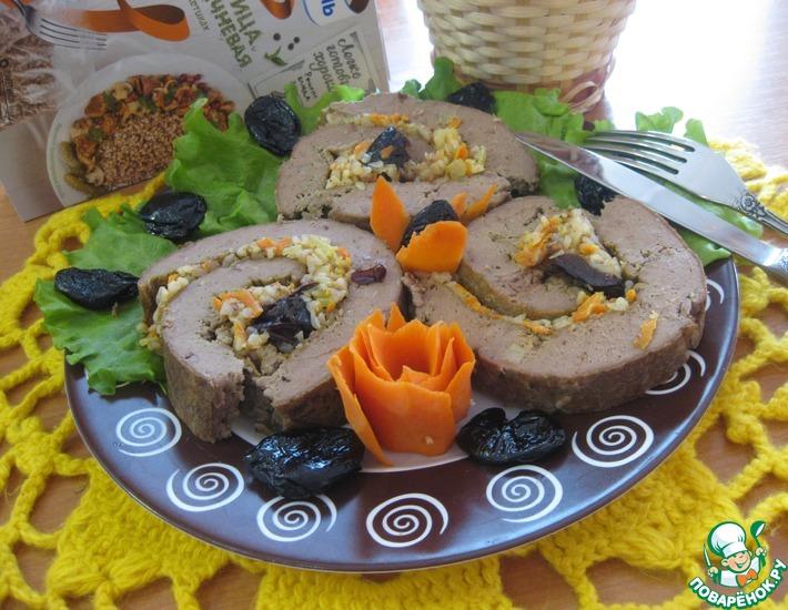 Рецепт: Рулет печеночный с гречкой и черносливом