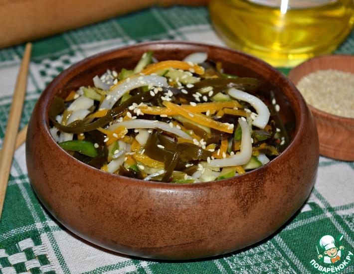 Рецепт: Салат из морской капусты с кальмарами