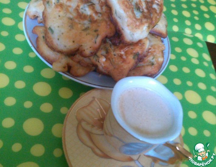 Рецепт: Оладьи с яйцом и зелёным луком
