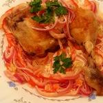 Курица и сметанный соус-салат
