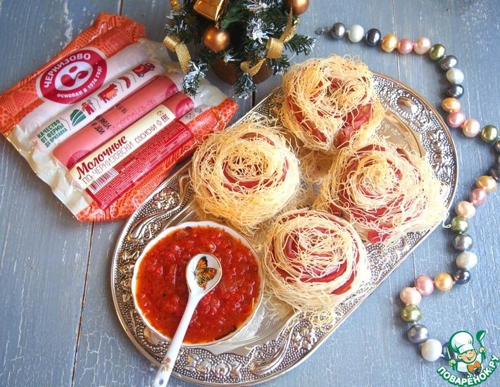 Рецепт: Соломенные розы из сосисок