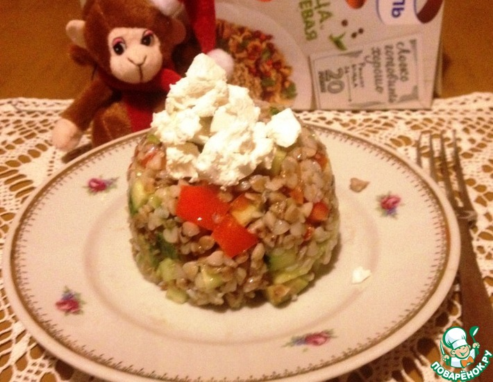 Рецепт: Гречневый салат с овощами и фетой