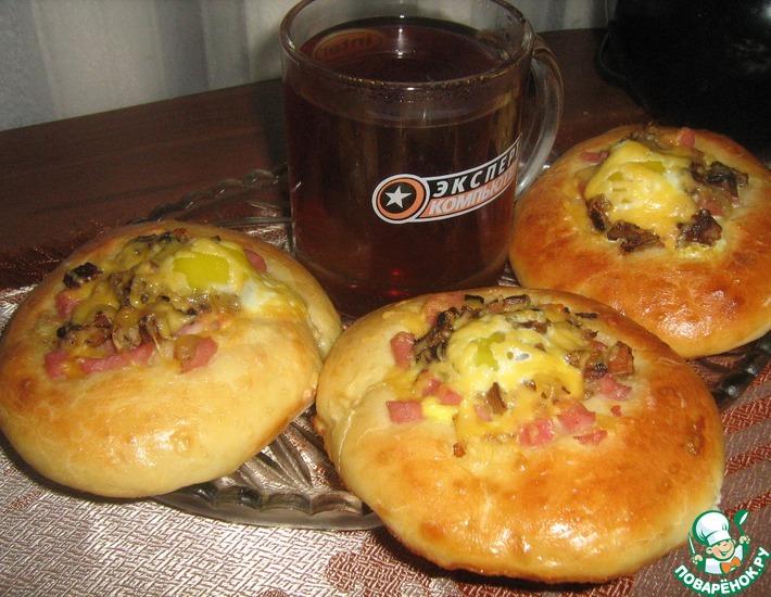 Рецепт: Мини-пиццы с перепелиными яйцами