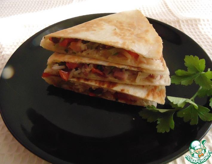 Рецепт: Кесадилья с ветчиной и рисом