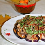 Пикантная закуска из баклажанов и грибов