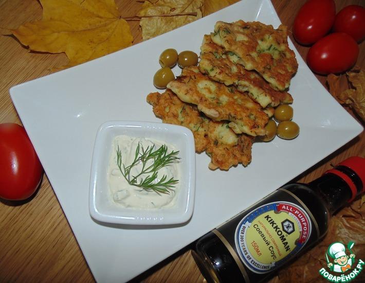 Рецепт: Рыбные оладьи со сметанным соусом