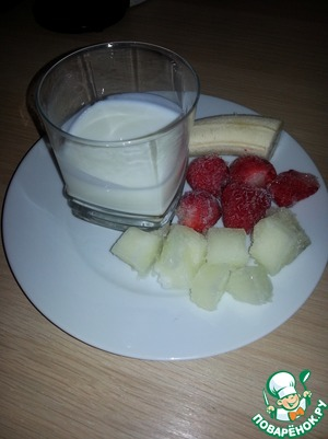 Here are the products that we need:Kefir, banana, frozen melon and strawberry.